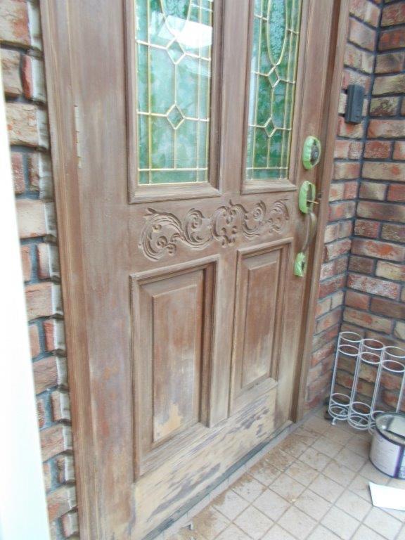 玄関ドア(木部)の塗装工事|埼玉県さいたま市のM様邸にて塗り替えリフォーム