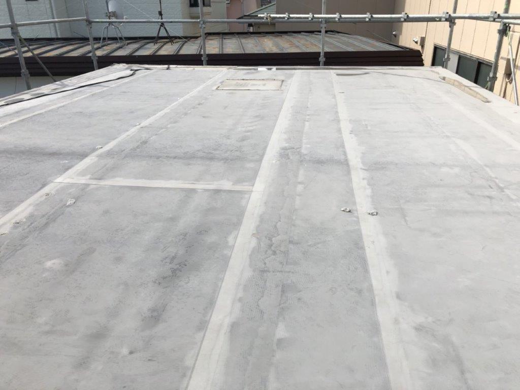 既存のウレタン防水層の劣化に伴う屋上防水(ウレタン塗膜・通気緩衝工法)|埼玉県さいたま市緑区のM様邸にて雨漏り修理