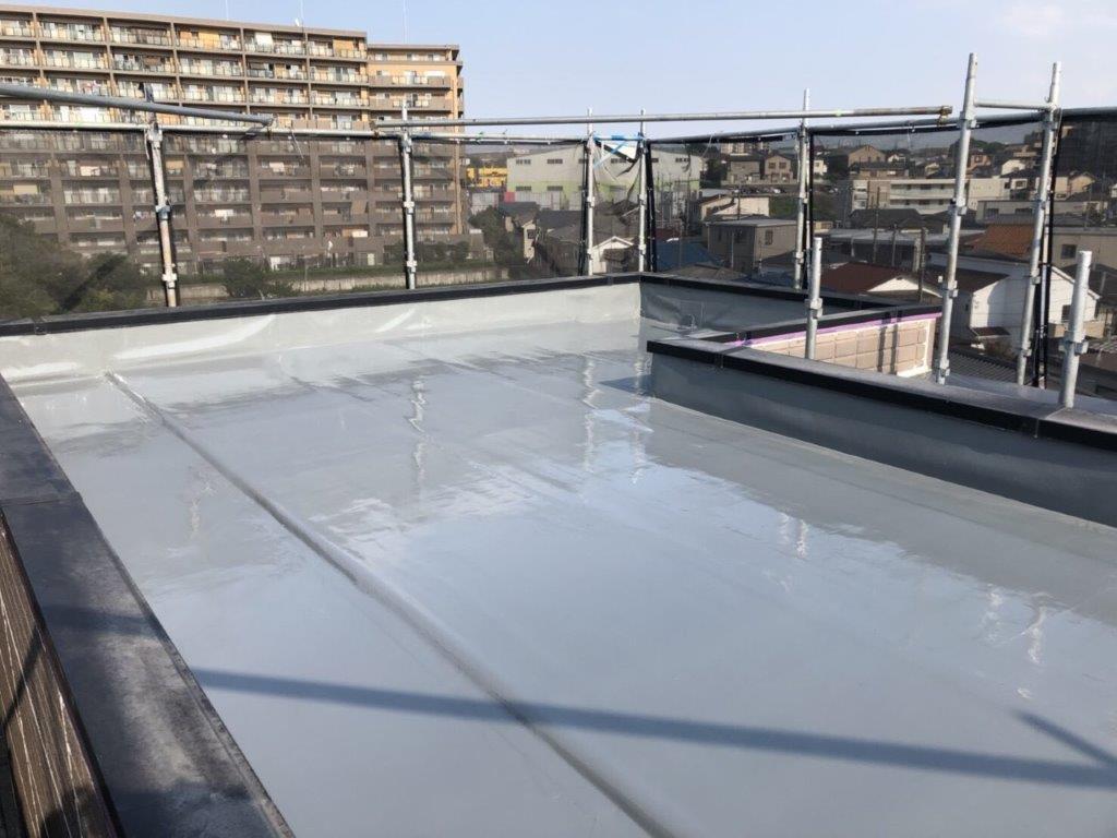 屋上の防水工事(ウレタンカバー工法)