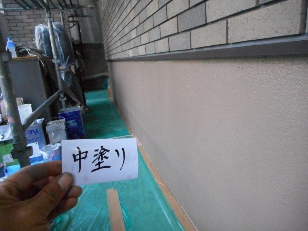 基礎の中塗り塗装