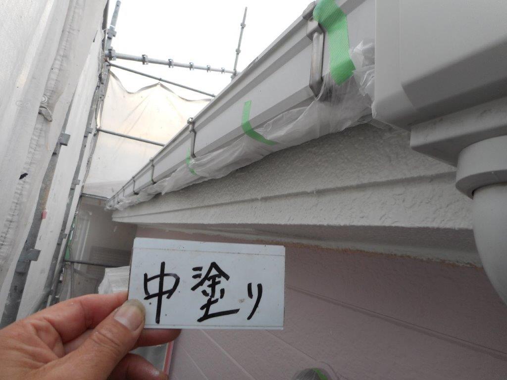 雨樋の中塗り塗装
