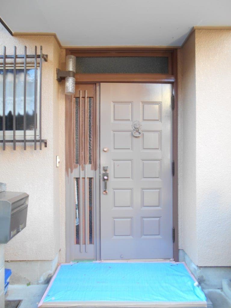 玄関ドアの中塗り塗装