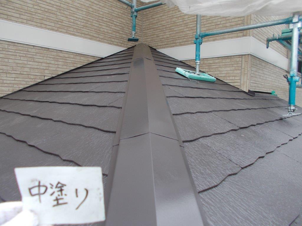 下屋根の中塗り塗装