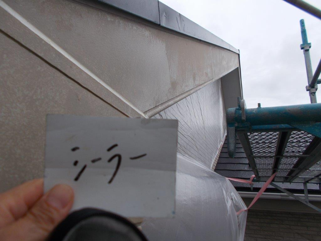 破風板のシーラー塗装